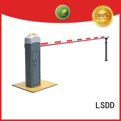 Parking lot barrier gates adjustable crowd control barriers